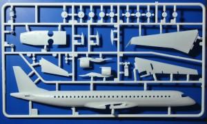 Revell-04884-Embraer-195-Air-Dolomiti-21-300x180 Revell 04884 Embraer 195 Air Dolomiti (21)