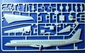 Revell-04884-Embraer-195-Air-Dolomiti-22-300x187 Revell 04884 Embraer 195 Air Dolomiti (22)