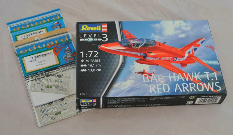 Revell 04921 Hawk T.1 Red Arrows (23)