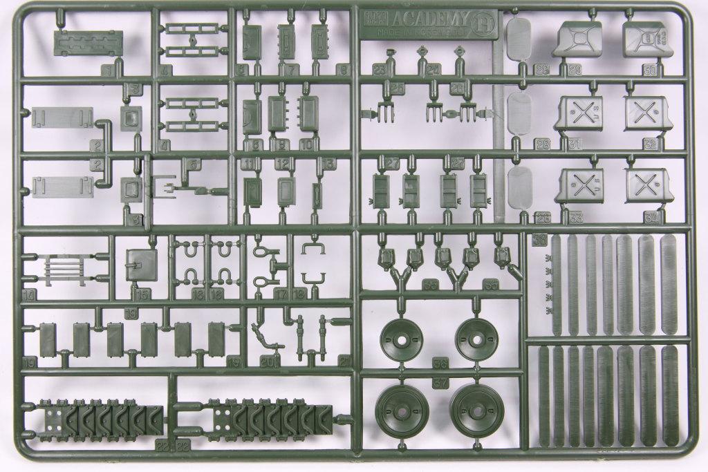 Academy_M10_11 M10 Gun Motor Carriage - Academy 1/35 --- #13288