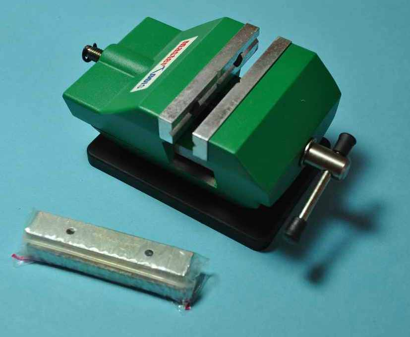 MasterTools-Mini-Vise-3 Kleiner Tisch Schraubstock (Mini Vise MasterTools)