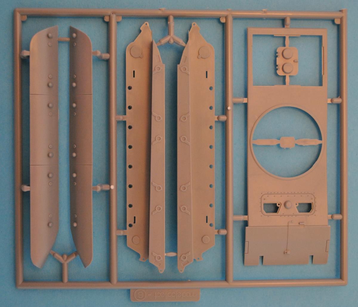Modellcollect-UA72036-E-100-StuG-Gun-32 German E-100 StuG Gun ( Modelcollect UA 72036 )