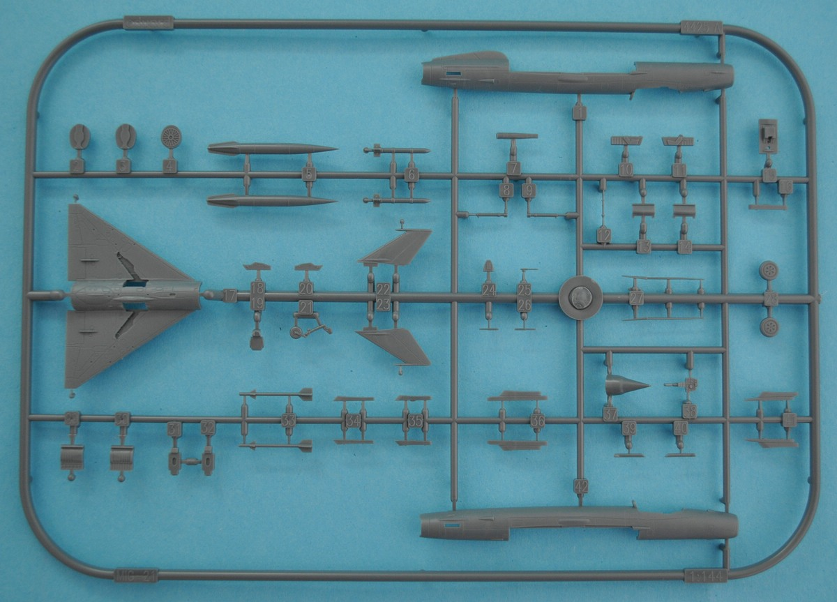 Eduard-4427-MiG-21bis-1zu144-7 Eine MiG-21bis im SmallScale 1:144 von Eduard