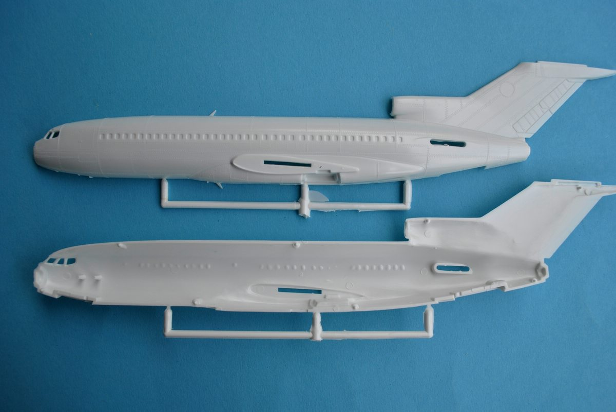 Revell-03946-Boeing-727-100-17 27. November 1962: Rollout der Boeing 727