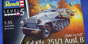 "Sd.Kfz.251/1 Ausf.B ""Stuka zu Fuß"". Revell 03248."
