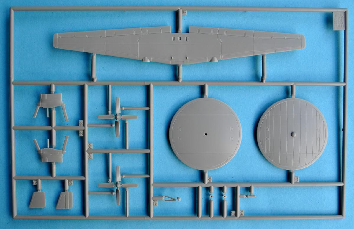 Revell-03945-Grumman-E-2C-Hawkeye-1 Grumman E-2C Hawkeye von Revell im Maßstab 1:144 ( 3945 )