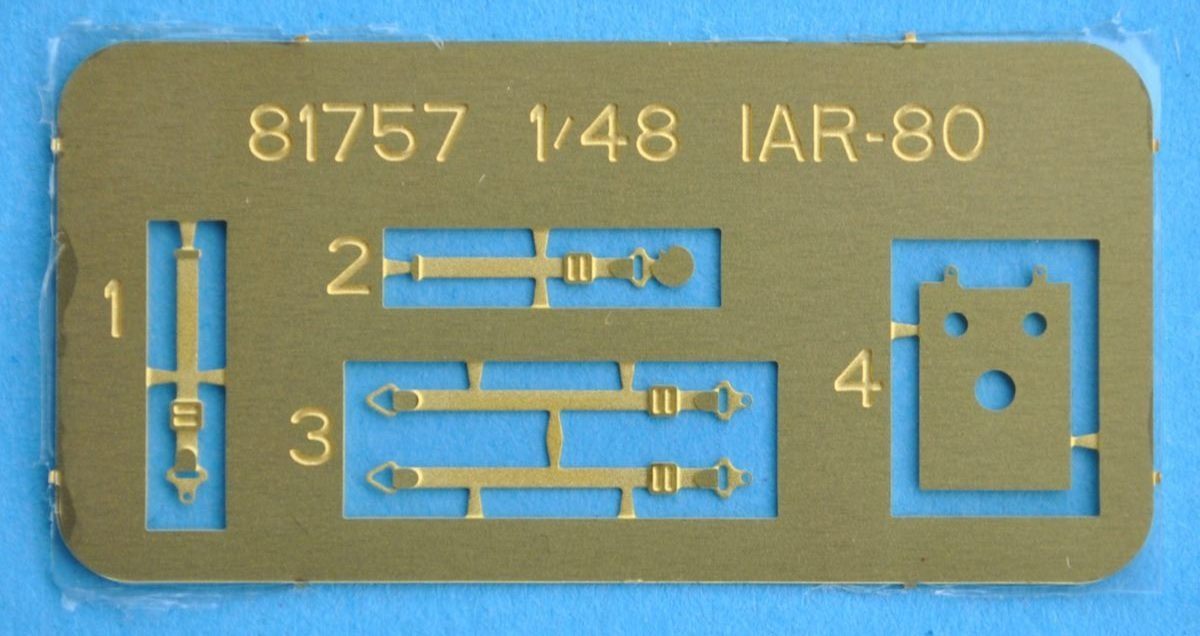 HobbyBoss-81757-IAR-80-13 IAR 80 von Hobby Boss im Maßstab 1:48 (# 81757 )