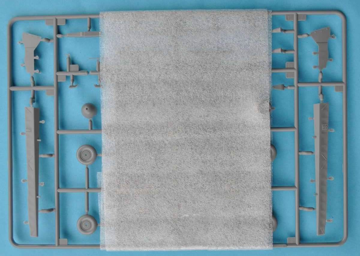 HobbyBoss-81757-IAR-80-30 IAR 80 von Hobby Boss im Maßstab 1:48 (# 81757 )