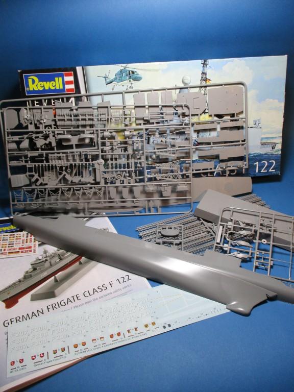 Revell-05143-German-Frigate-Class-F-122-13 German Frigate Class F 122 von Revell (1:300  #05143 )
