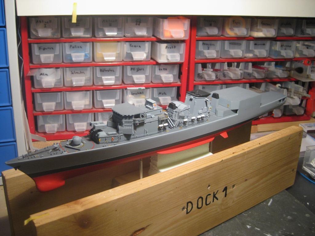 Revell-F-122-Karlsruhe-07_Baustufe-06-Harpoon-Aufbauten-mittschiffs Fregatte F212 Karlsruhe (V) Klasse F122 (Revell 1:300)
