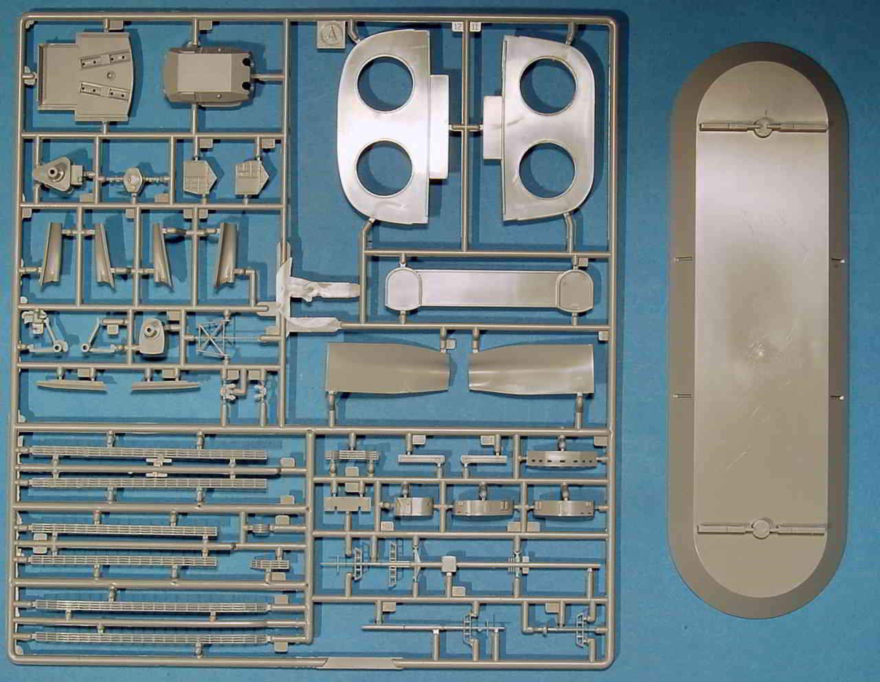 01_Spritzling_A Bismarck Platinum Edition von Revell 1:350