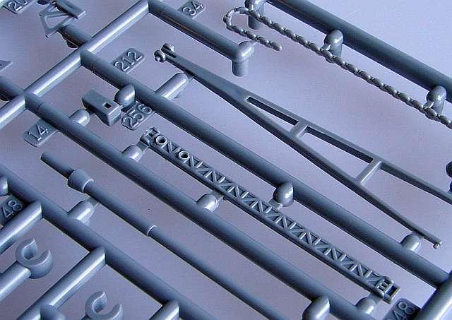 06_Katapult-Kran-und-Ankerketten Bismarck Platinum Edition von Revell 1:350