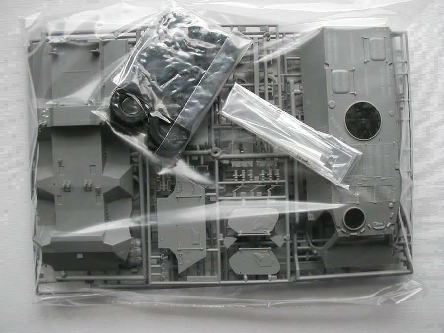 "Revell-03256-TPz-Fuchs-12 Transportpanzer ""Fuchs"" von Revell im Maßstab 1:35 ( 03256 )"