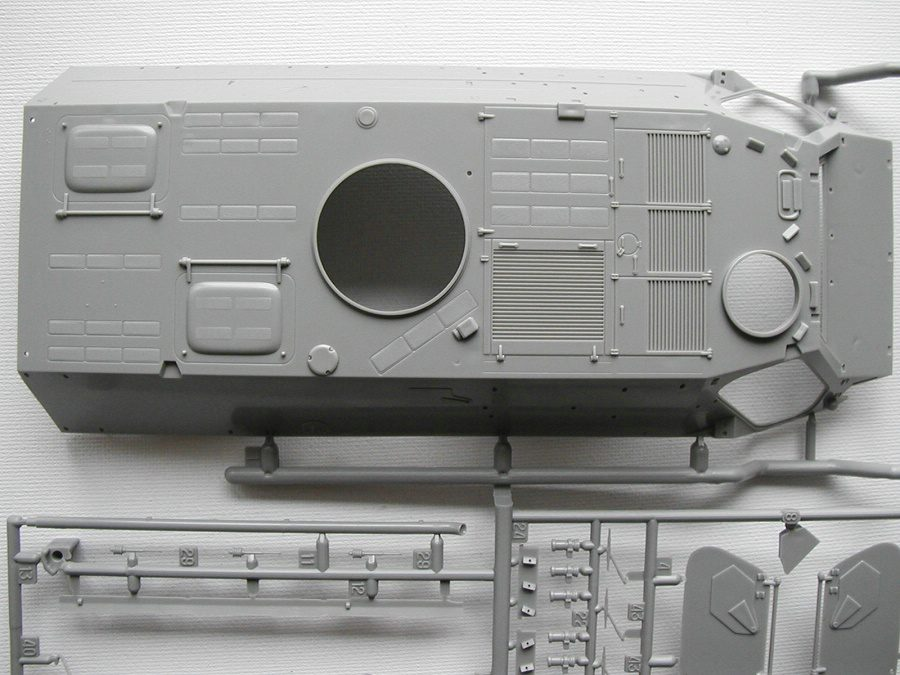 "Revell-03256-TPz-Fuchs-16 Transportpanzer ""Fuchs"" von Revell im Maßstab 1:35 ( 03256 )"