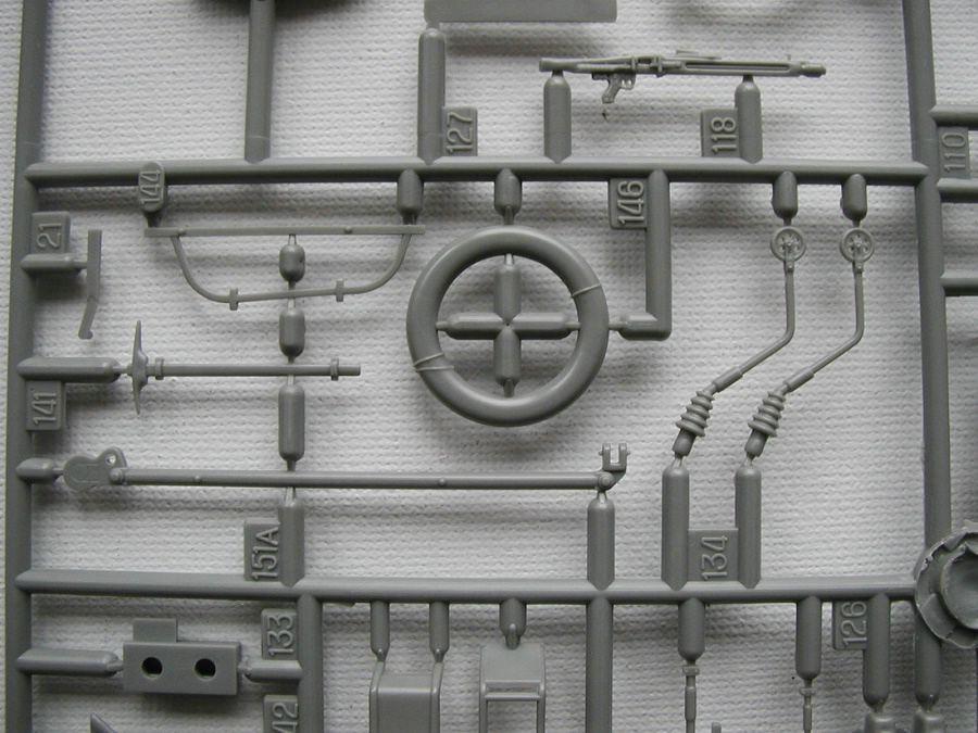 "Revell-03256-TPz-Fuchs-24 Transportpanzer ""Fuchs"" von Revell im Maßstab 1:35 ( 03256 )"