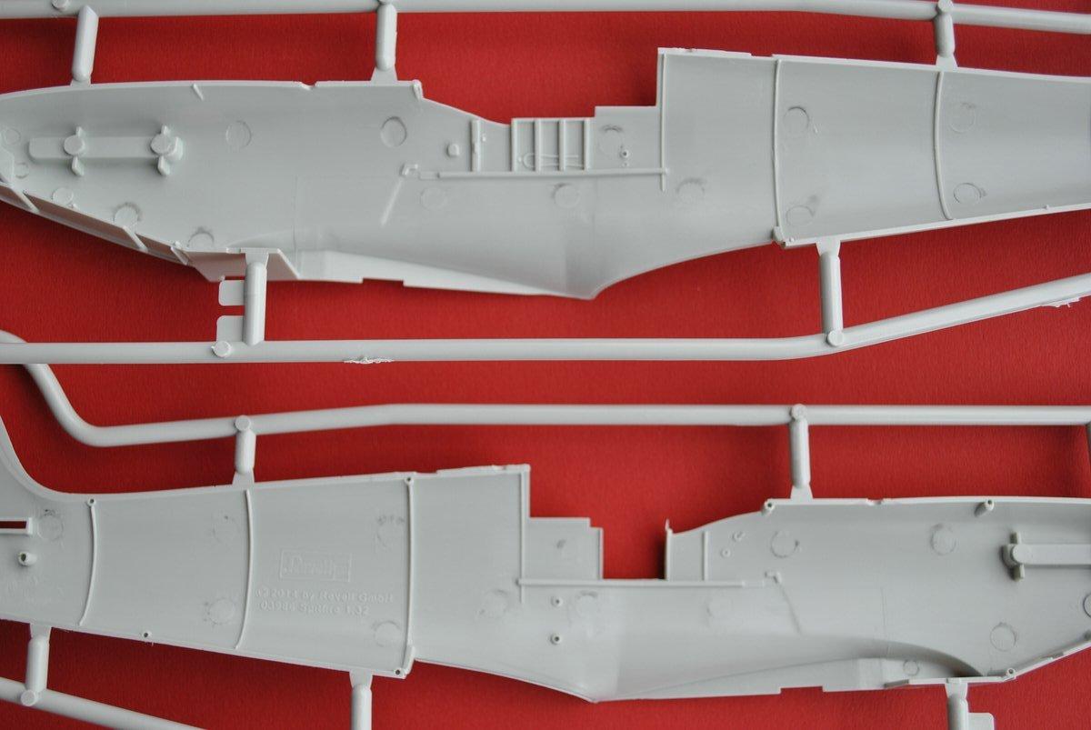 Revell-03927-Spitfire-Mk.IXc-Rumpfhälften-3 Spitfire Mk. IXc von Revell im Maßstab 1:32 ( 03927 )