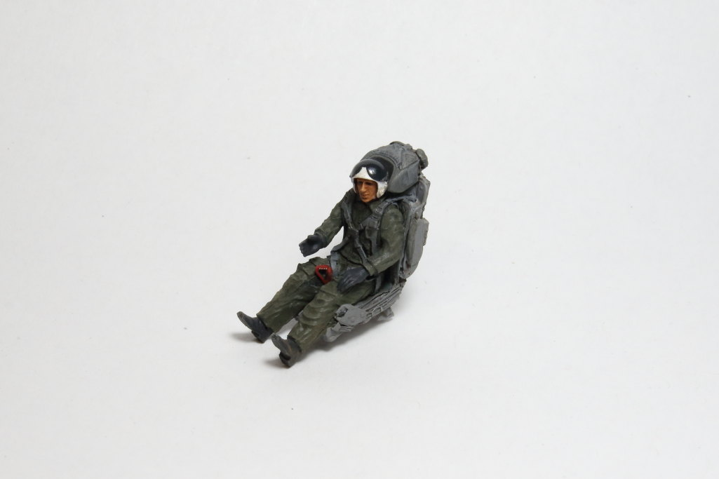 Aerobonus-MiG-21-Pilot_12 MiG-21 / MiG-23 Fighter Pilot with ejection seat - Aerobonus - 1/48  ---  #480 071