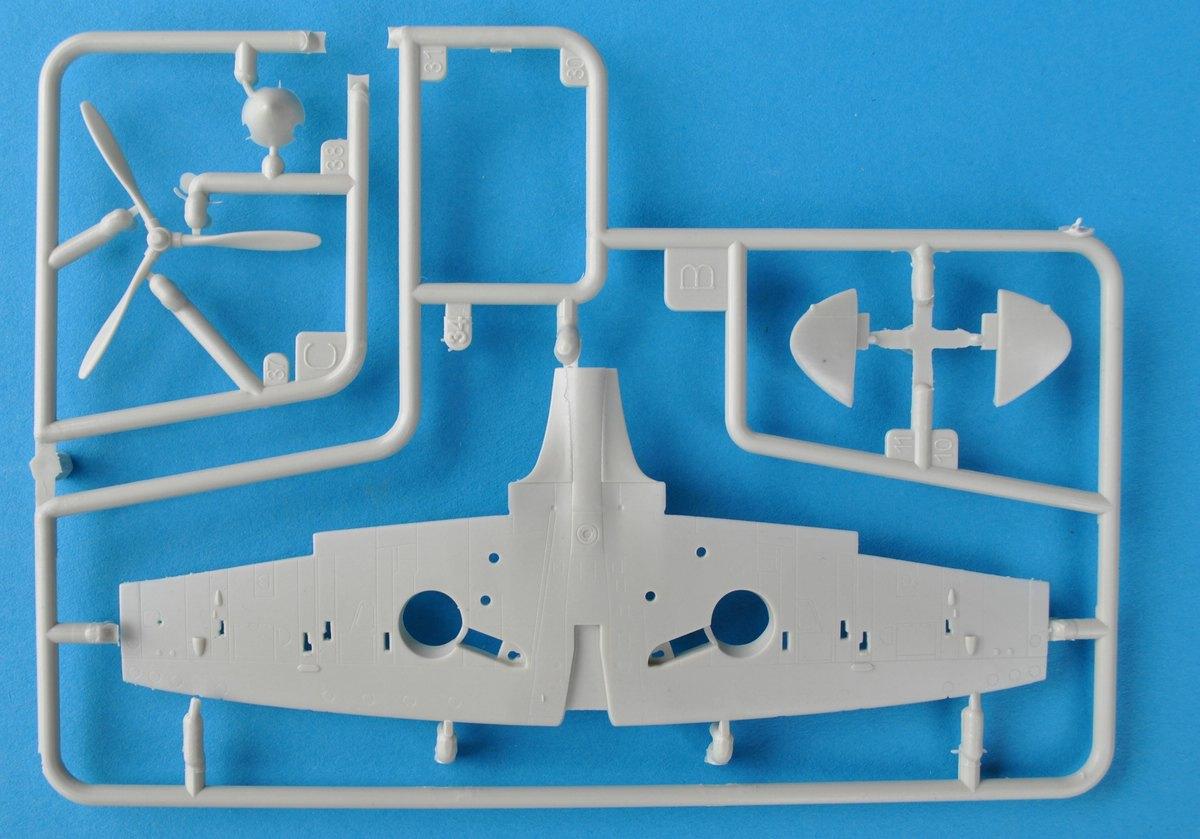 Revell-03953-Spitfire-Mk.-IIa-1zu72-26 Spitfire Mk.IIa im Maßstab 1:72 von Revell ( # 03953 )