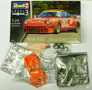 Revell-07031-Porsche-934-RSR-Jägermeister-14-300x291 Revell 07031 Porsche 934 RSR Jägermeister (14)