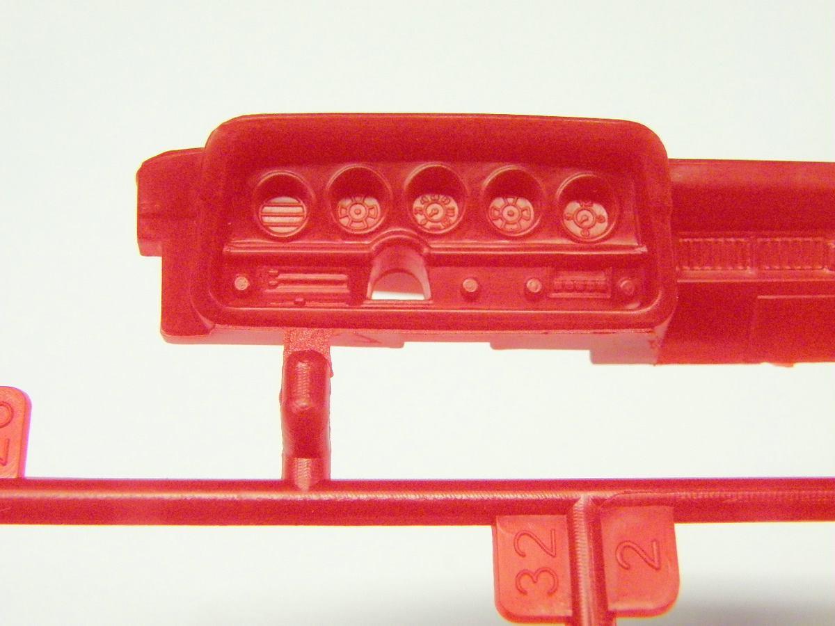 Revell-07038-Ford-Torino-Starsky-Hutch-10 `76 Ford Torino von Revell in 1:25( 07038 )