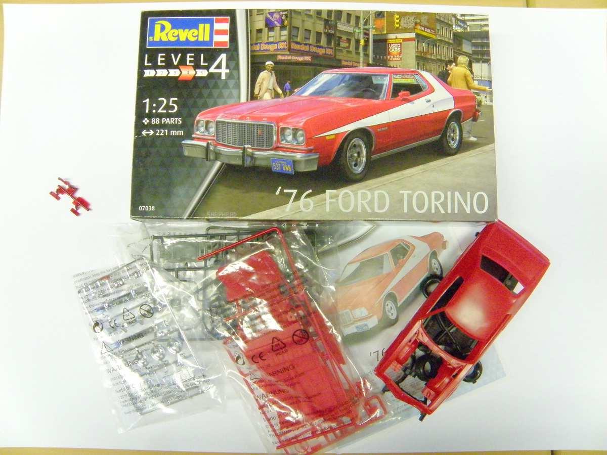 Revell-07038-Ford-Torino-Starsky-Hutch-17 `76 Ford Torino von Revell in 1:25( 07038 )