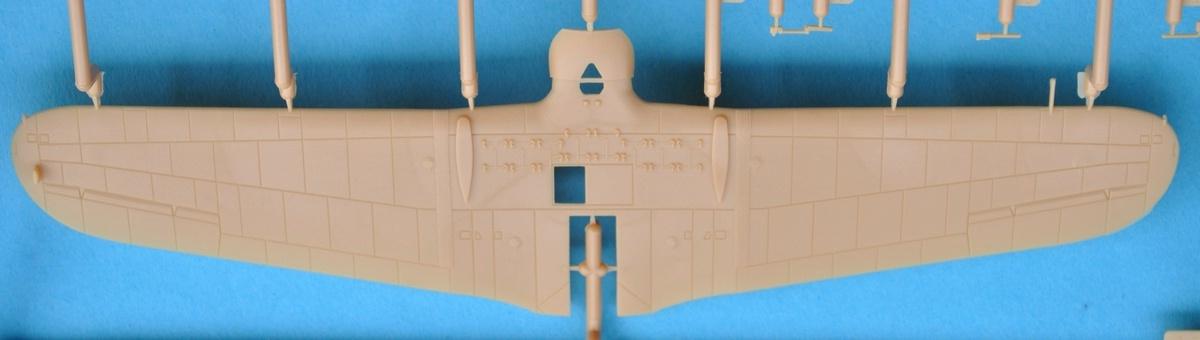 IBG-72505-PZL-P-23A-Karas-8 PZL P.23 Karas im Maßstab 1:72 von IBG # 72505