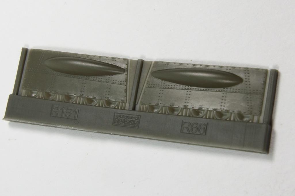 Eduard_Spit_IXe_Gun_Bay_08 Spitfire Mk.IXe gun bays - Eduard BRASSIN 1/48