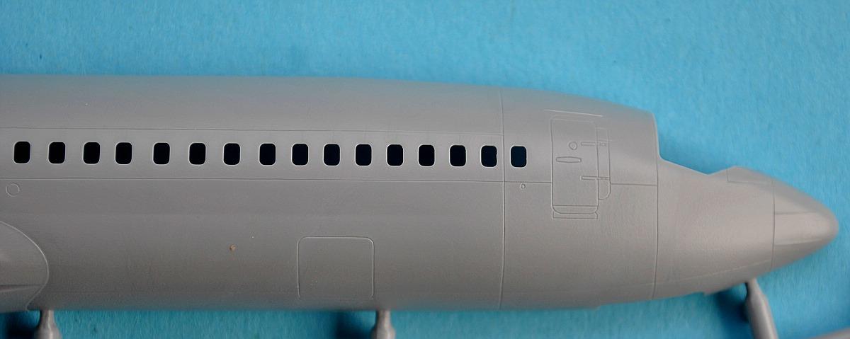 Zvezda-7019-Boeing-737-800-4 Boeing 737-800 in 1:144 von Zvezda ( 7019 )