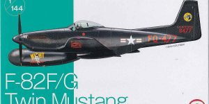 Twin Mustang in 1:144 von Platz FC-3