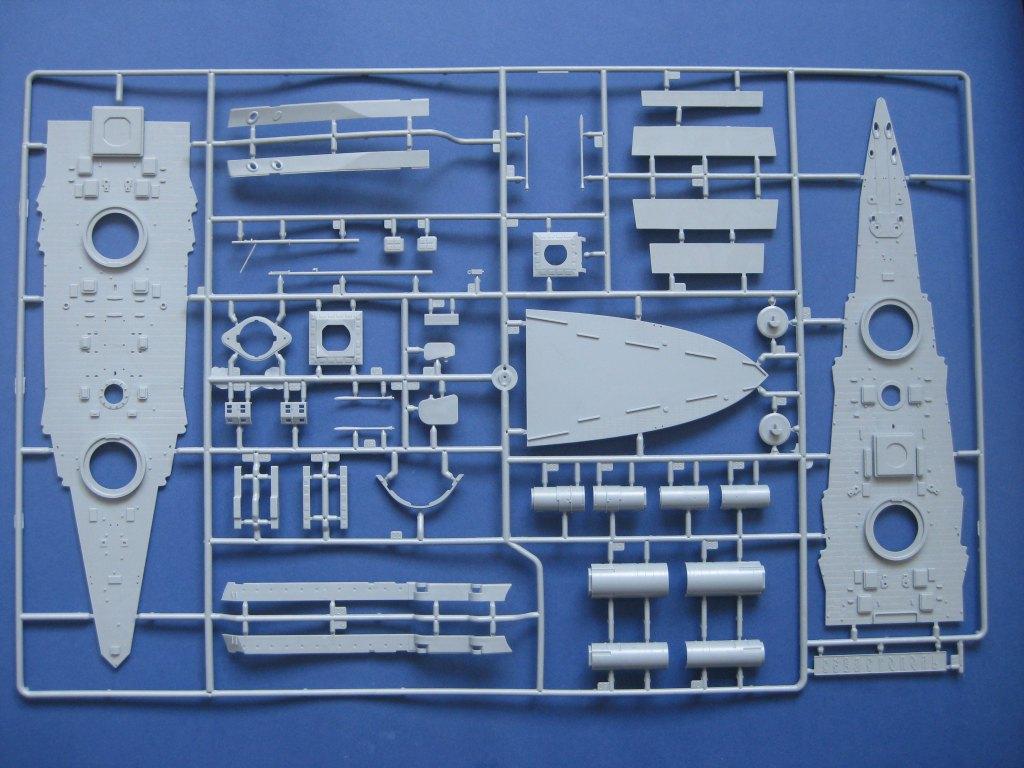 Zvezda-9060-Poltava-Spritzling-B Schlachtschiff POLTAVA in 1:350 von Zvezda 9060