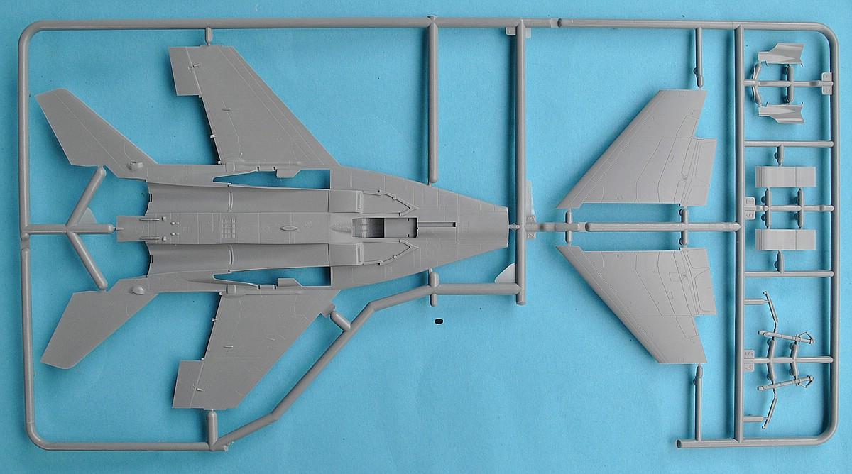 Zvezda-7309-MiG-29-SMT-33 MiG-29 SMT im Maßstab 1:72 von Zvezda 7309