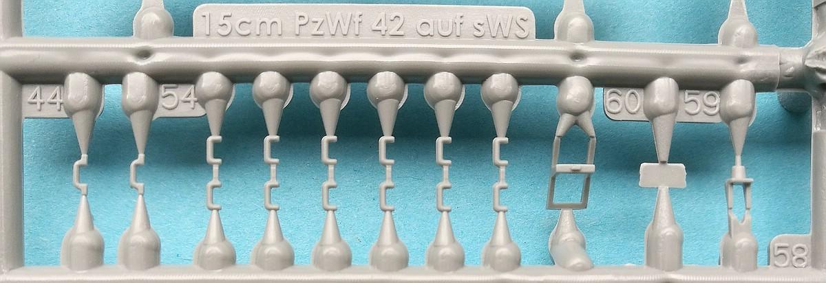Revell-03264-sWS-with-15cm-Panzerwerfer42-5 sWS mit 15cm Panzerwerfer42 im Maßstab 1:72 von Revell 03264