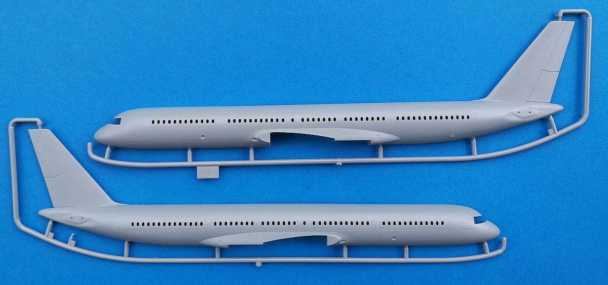 Zvezda-7023-Tupolev-Tu-204-100-29 Tupolev Tu 204-100 im Maßstab 1:144 von Zvezda 7023