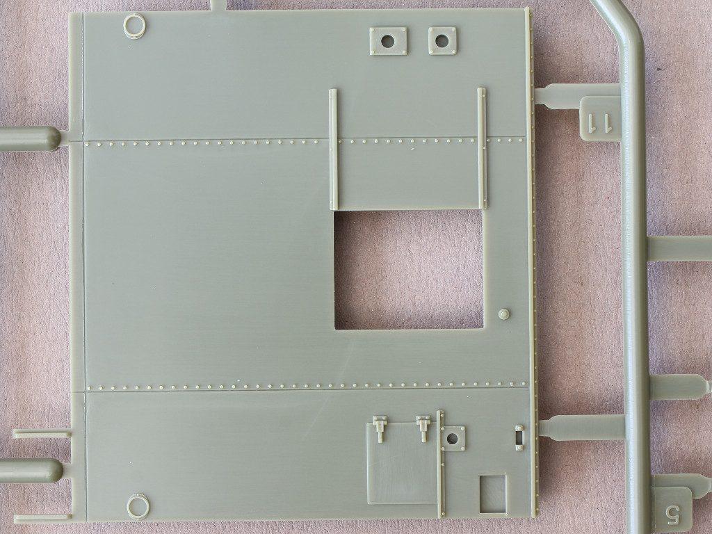 L-3-2-1024x768 M109A3 2.5-Ton 6×6 Shop Van 1:35 AFV Club (#AF35304)