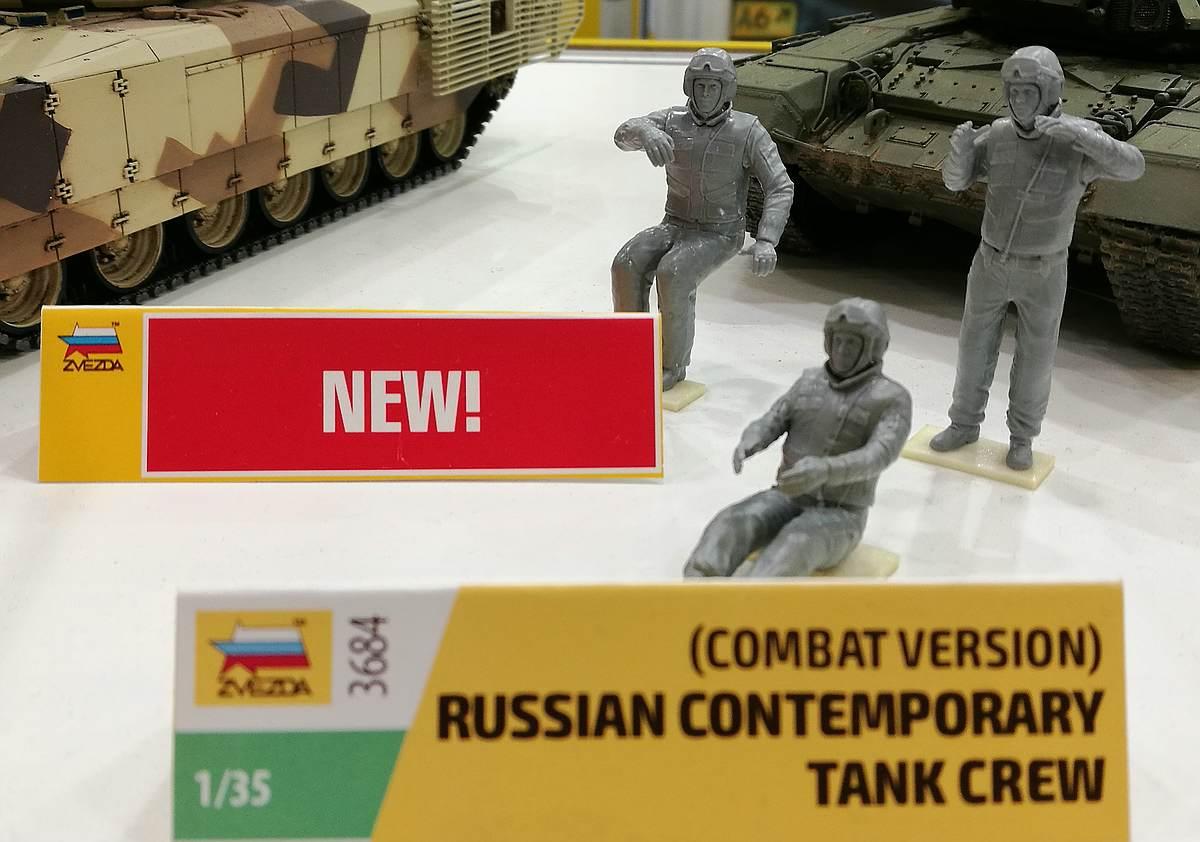 """Zvezda-3684-Russian-Tank-Crew-gebaut-Nürnberg-5 Moderne russische Panzerbesatzung mit Schutzanzug """"Cowboy"""" in 1:35 von Zvezda 3684"""