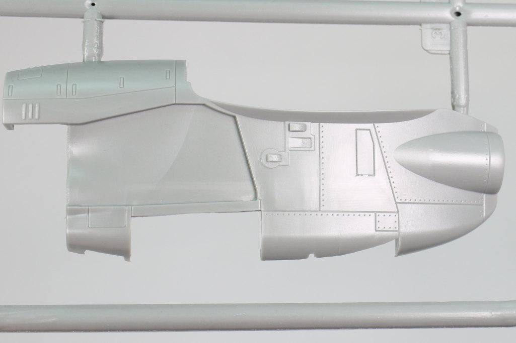 Kinetic_E-2C_14 U.S. NAVY E-2C Hawkeye 2000 - Kinetic 1/48