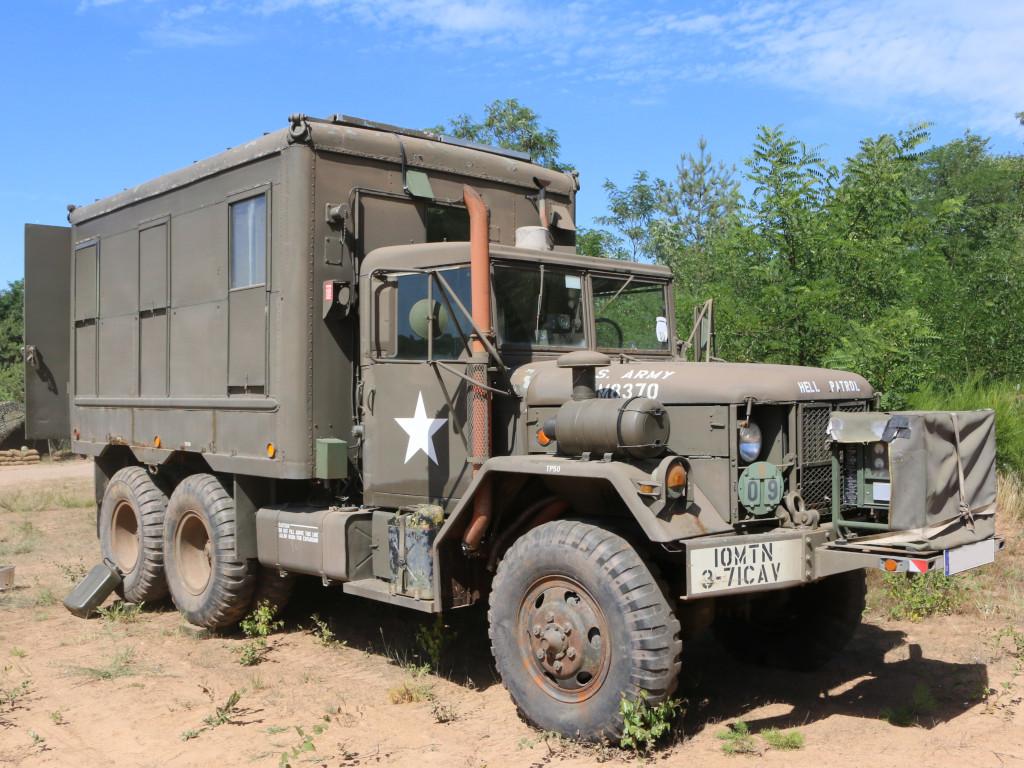 00 M109A3 2.5-Ton 6×6 Shop Van 1:35 AFV Club (#AF35304)