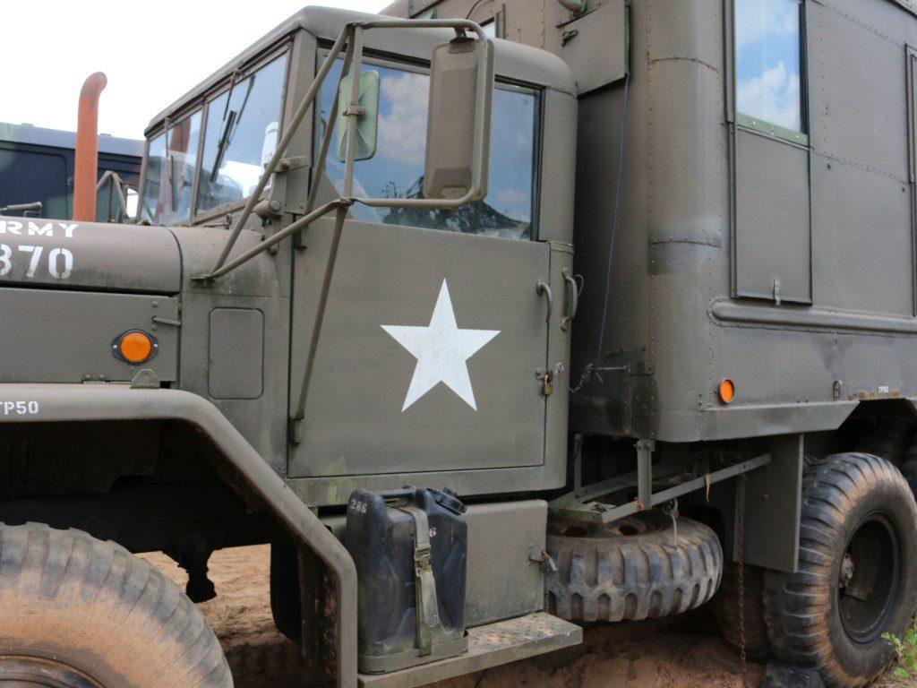 15-1024x768 M109A3 2.5-Ton 6×6 Shop Van 1:35 AFV Club (#AF35304)