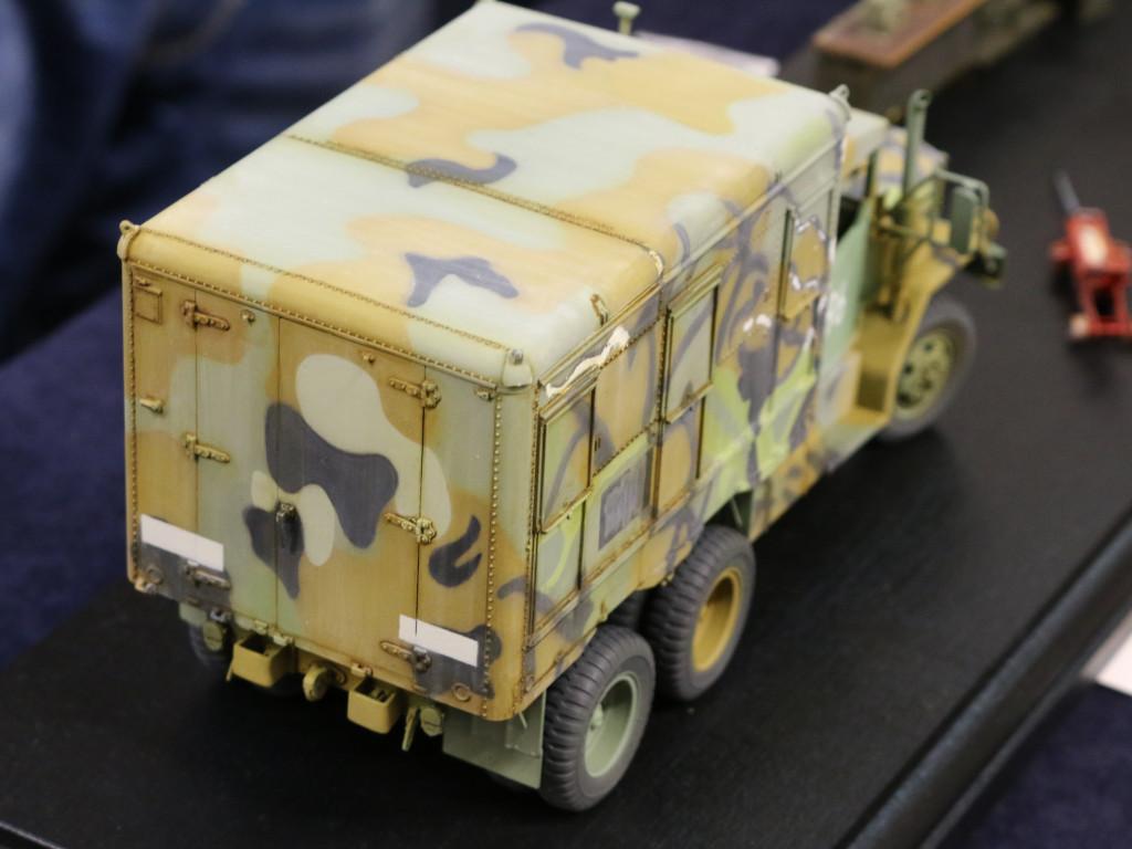 2 M109A3 2.5-Ton 6×6 Shop Van 1:35 AFV Club (#AF35304)