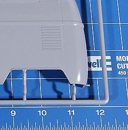 """Revell-07049-VW-T1-Bulli-Kastenwagen VW T1 Kastenwagen """"Renndienst"""" im Maßstab 1:16 von Revell 07049"""