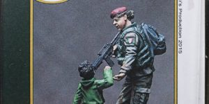 Italian Female Soldier With Kid – Djiti`s Production 1/35