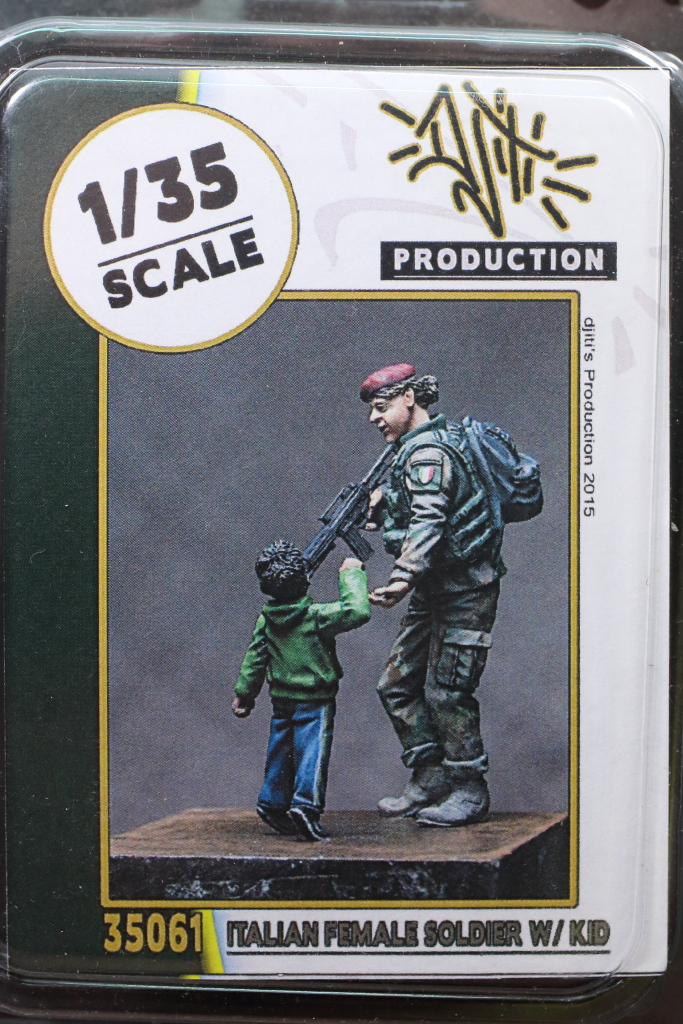 Review_Italian_Female_Soldier_11 Italian Female Soldier With Kid - Djiti`s Production 1/35