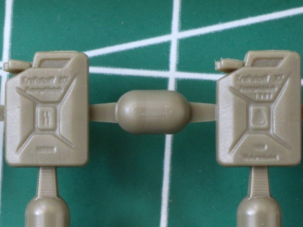 Details1-1024x768 WWII German 20L Jerry Can & 200L Fuel Drum Set 1:72 Bronco (#GB7020)