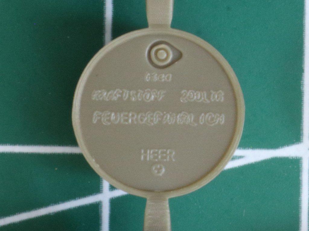 Details5-1024x768 WWII German 20L Jerry Can & 200L Fuel Drum Set 1:72 Bronco (#GB7020)