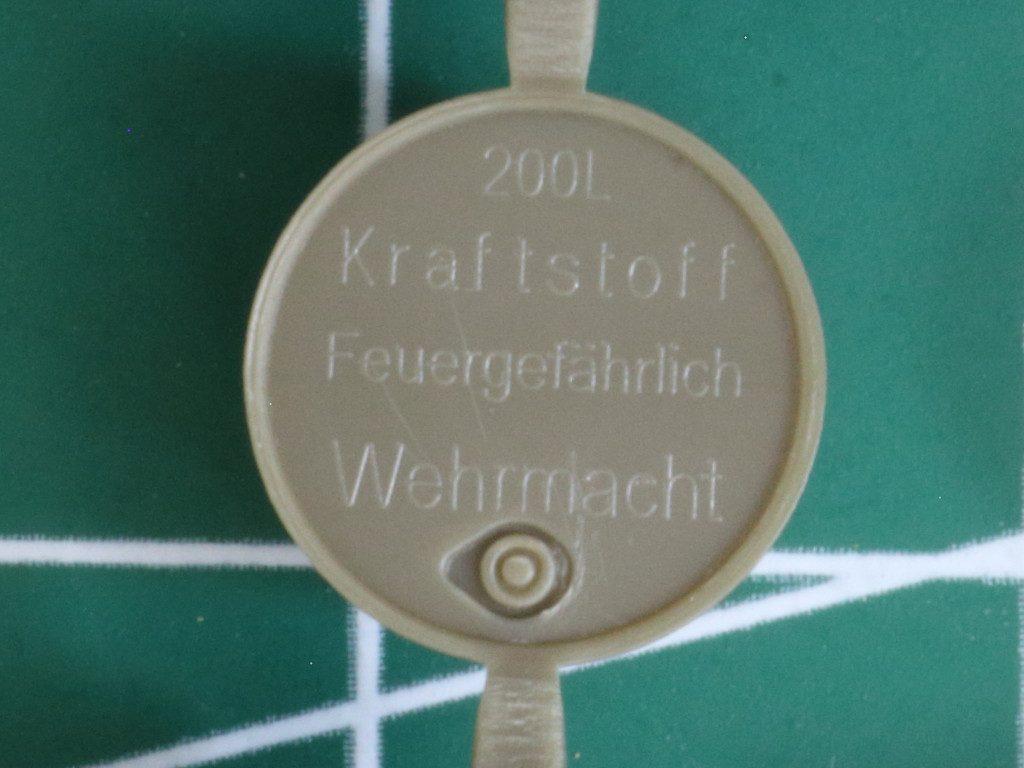 Details6-1024x768 WWII German 20L Jerry Can & 200L Fuel Drum Set 1:72 Bronco (#GB7020)