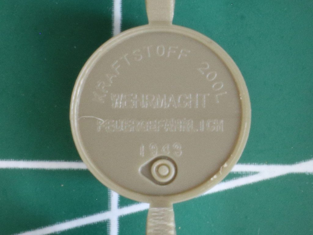 Details8-1024x768 WWII German 20L Jerry Can & 200L Fuel Drum Set 1:72 Bronco (#GB7020)