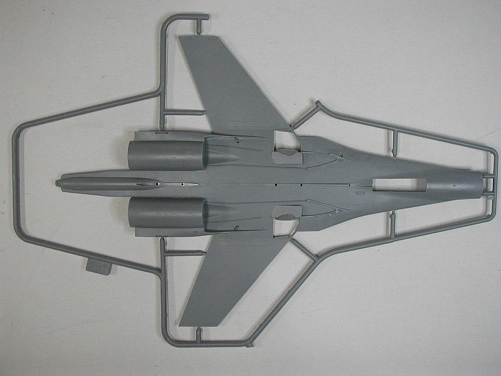 Zvezda-7294-Su-27UB-16 Suchoj Su-27UB im Maßstab 1:72 von Zvezda 7294