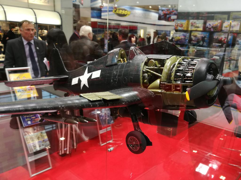10 Airfix bringt Grumman F6F-5 Hellcat 1:24 !