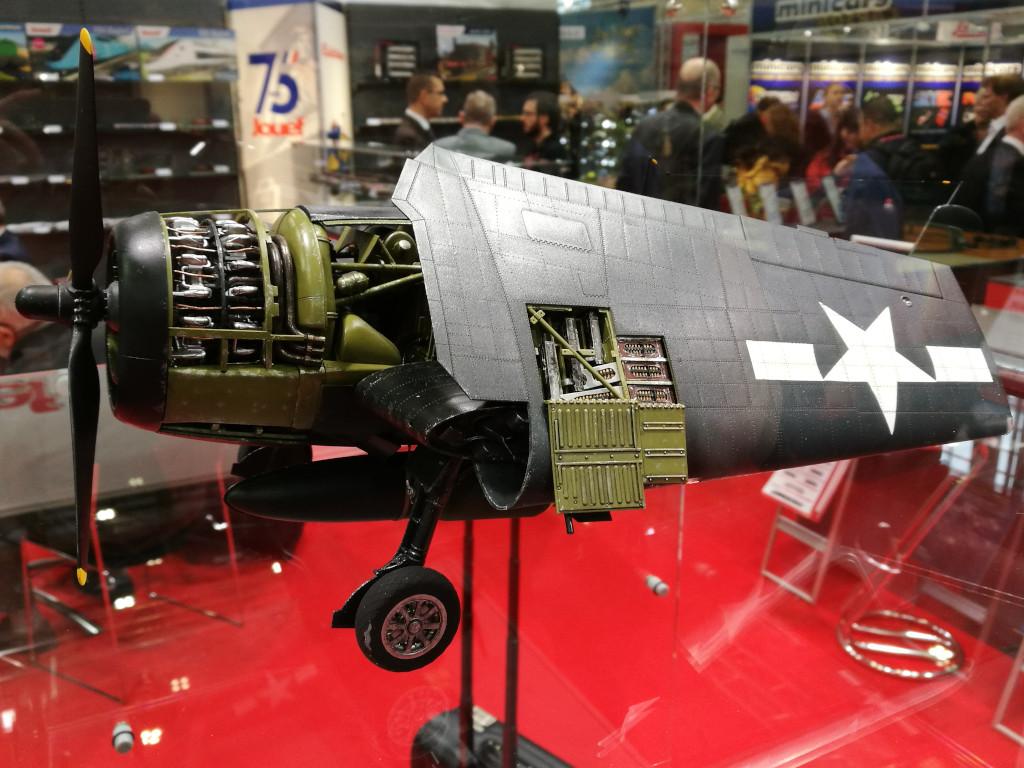 12 Airfix bringt Grumman F6F-5 Hellcat 1:24 !