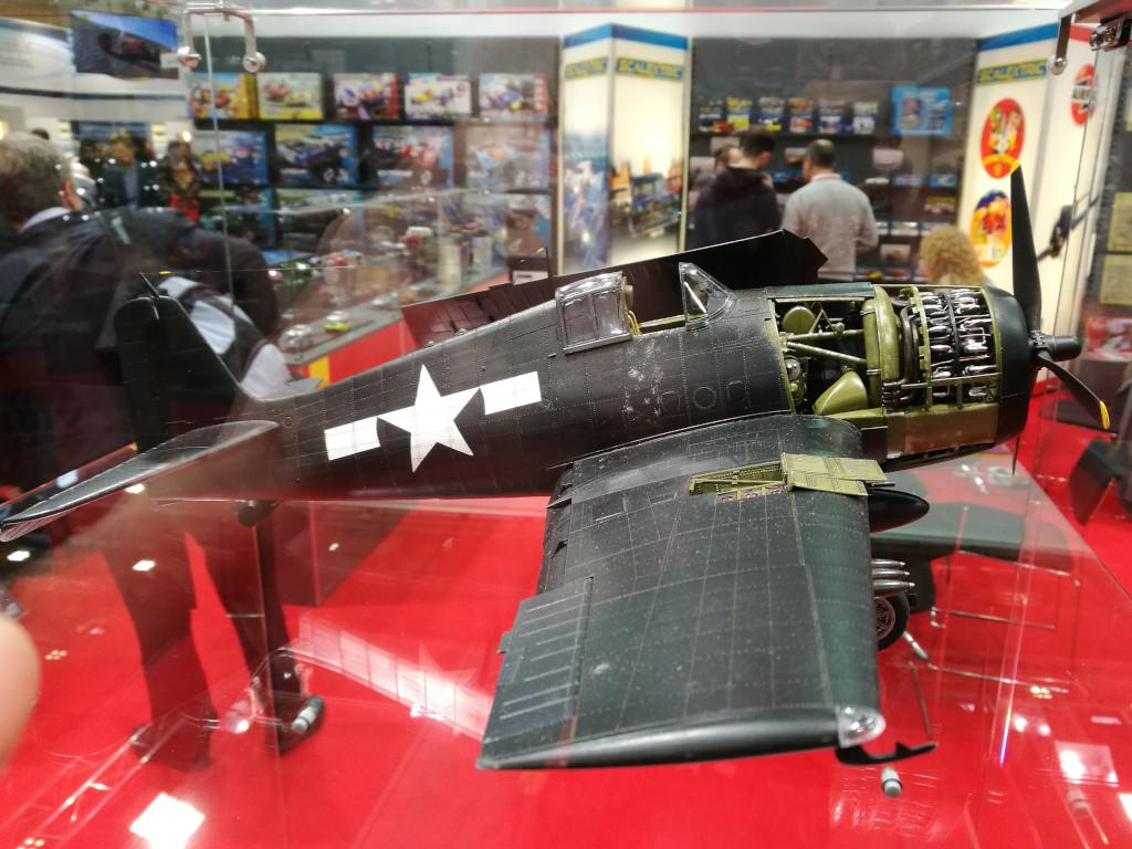 9 Airfix bringt Grumman F6F-5 Hellcat 1:24 !